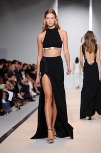 Mugler+Runway+Paris+Fashion+Week+Womenswear+N1yi83nBPHml[1]